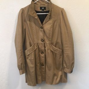 H & M Tan trench coat w buttons lined